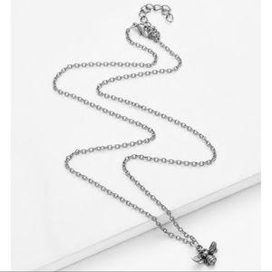Jewelry - DAINTY BEE 🐝 spring necklace brand new